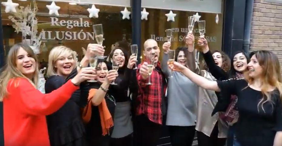 En Lebal, academia de baile de Pamplona, felicitan las Navidades animando a todo el mundo a bailar
